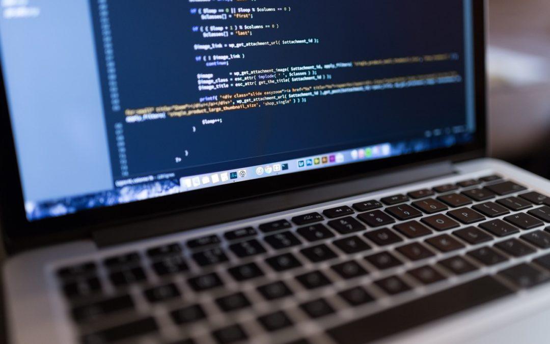 Jó-e az egyedi fejlesztés a weben?